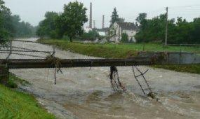 Povodňový hyenizmus a budování PR